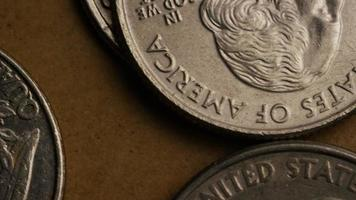 girato stock footage rotante di quarti americani (moneta - $ 0,25) - denaro 0236