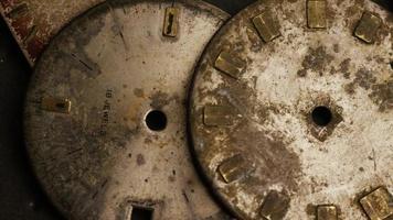 Imágenes de archivo giratorias tomadas de caras de relojes antiguas y desgastadas - caras de relojes 008