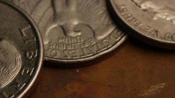 Imágenes de archivo giratorias tomadas de monedas monetarias americanas - dinero 0261 video