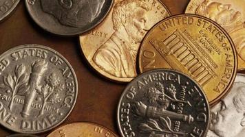 Imágenes de archivo giratorias tomadas de monedas monetarias estadounidenses - dinero 0289 video