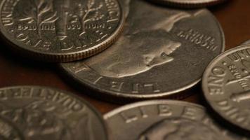 Imágenes de archivo giratorias tomadas de monedas monetarias americanas - dinero 0246 video