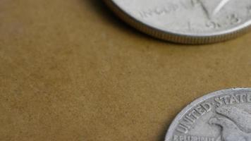 Imágenes de archivo giratorias tomadas de monedas americanas antiguas - dinero 0073 video