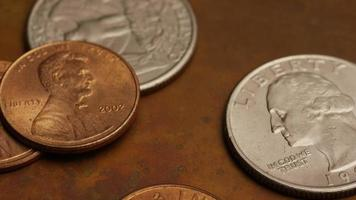 Imágenes de archivo giratorias tomadas de monedas monetarias estadounidenses - dinero 0270 video