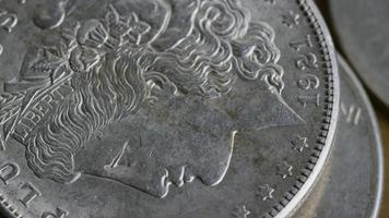 Imágenes de archivo giratorias tomadas de monedas americanas antiguas - dinero 0108 video