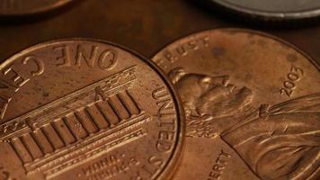 Imágenes de archivo giratorias tomadas de monedas monetarias americanas - dinero 0272 video