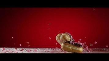Dia dos Namorados donuts com granulado caindo - donuts 018 video