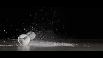 ciambelle che cadono con zucchero a velo - ciambelle 002