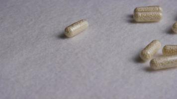 Imágenes de archivo giratorias tomadas de vitaminas y píldoras - vitaminas 0103 video