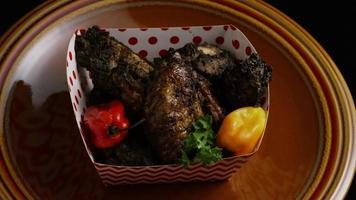 dose rotativa de deliciosas asas de frango - comida 015