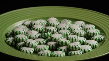 Tiro giratorio de caramelos duros de menta verde - Candy spearmint 052 video