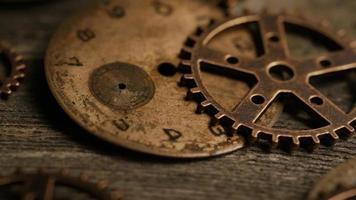 Imágenes de archivo giratorias tomadas de caras de relojes antiguas y desgastadas: caras de relojes 111