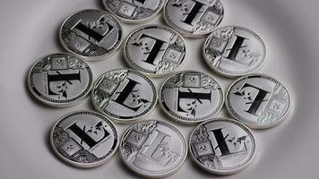 rotierende Aufnahme von Litecoin-Bitcoins (digitale Kryptowährung) - Bitcoin Litecoin 0114