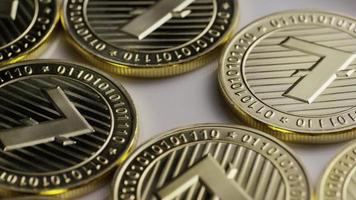 rotierende Aufnahme von Litecoin-Bitcoins (digitale Kryptowährung) - Bitcoin Litecoin 0012