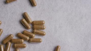 Imágenes de archivo giratorias tomadas de vitaminas y píldoras - vitaminas 0025 video