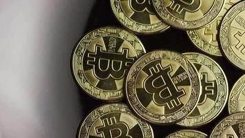 rotierende Aufnahme von Bitcoins (digitale Kryptowährung) - Bitcoin 0532
