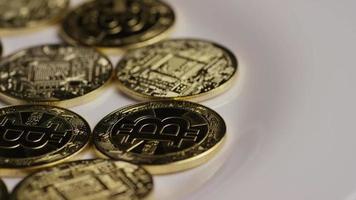 rotierende Aufnahme von Bitcoins (digitale Kryptowährung) - Bitcoin 0365