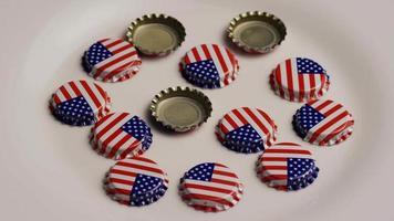 dose rotativa de tampas de garrafa com a bandeira americana impressa nelas - tampas de garrafa 008