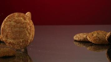 biscoitos caindo e quicando em ultra slow motion (1.500 fps) em uma superfície reflexiva - cookies fantasma 110