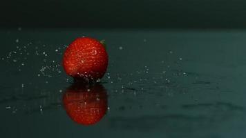 frutas saltando em câmera ultra lenta (1.500 fps) - fantasma de frutas saltando 024