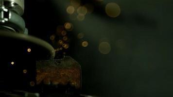 gnistor med vinkelslip i ultra slow motion (1500 fps) - vinkelslip fantom 023 video