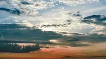 lapso de tempo nascer do sol nublado céu azul e amarelo video