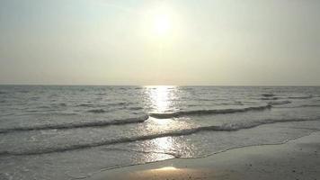 il mare che riflette il sole