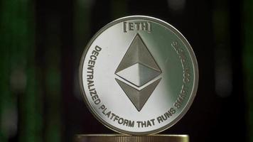 una moneda de ethereum