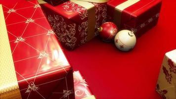 regalos y adornos rojos