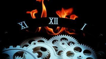 engranajes de reloj retro y fuego