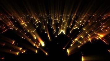 luz brilhante irradiando através das rachaduras