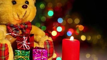 Bär Spielzeug Geschenkbox und Kerzen video
