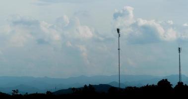 antenas em uma montanha