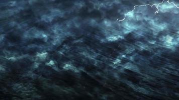 superfície de água escura e tempestade com raios de fantasia