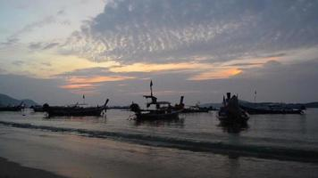Rawai Beach durante l'alba, Phuket, Tailandia
