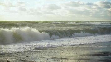 Beautiful Big Waves Splashing On The Shore