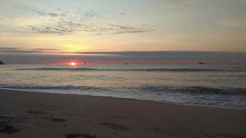nascer do sol na praia video