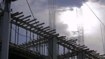 lever du soleil sur un chantier de construction vidéo stock 4k