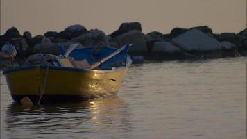 bunte Ruderboote in Matera Italien