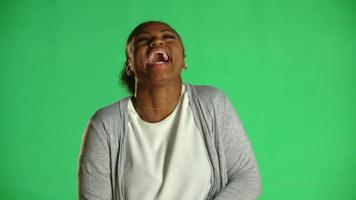 jovem afro-americana glamour rindo 2 video