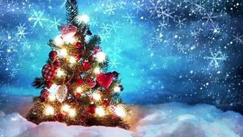 decoração de natal fria com árvore e neve caindo na frente video