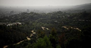 Plan extrême de la ville de los angeles panoramique de droite à gauche en 4k