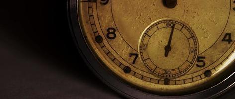 close-up do relógio de bolso mostrando o ponteiro dos segundos movendo-se em um minuto em 4k