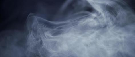 lignes délicates de fumée avec des mouvements doux en slowmotion 4k