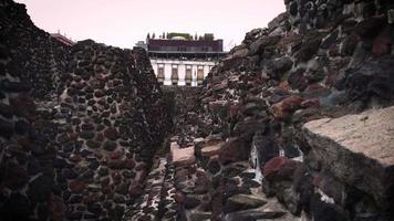 ruínas da pirâmide no museu do templo mayor video