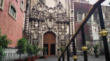 puerta principal de la iglesia de san francisco de asis