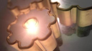 Modelo 3d de engranaje de metal con textura dorada y plateada. video
