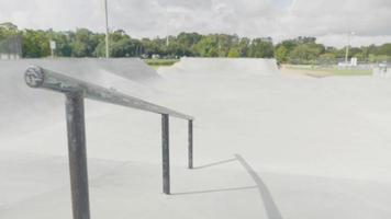 foto de viagem mostrando um corrimão na pista de skate video