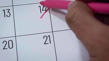 Calendario del mes de febrero con palabra de amor.