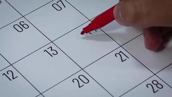 Calendario del mes de febrero con dibujo de corazón
