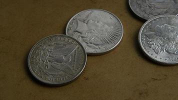 rotação de imagens de estoque de moedas americanas antigas - dinheiro 0056
